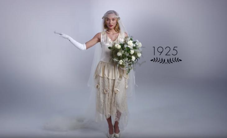 1925 mujer con ramo de boda y vestido de novia