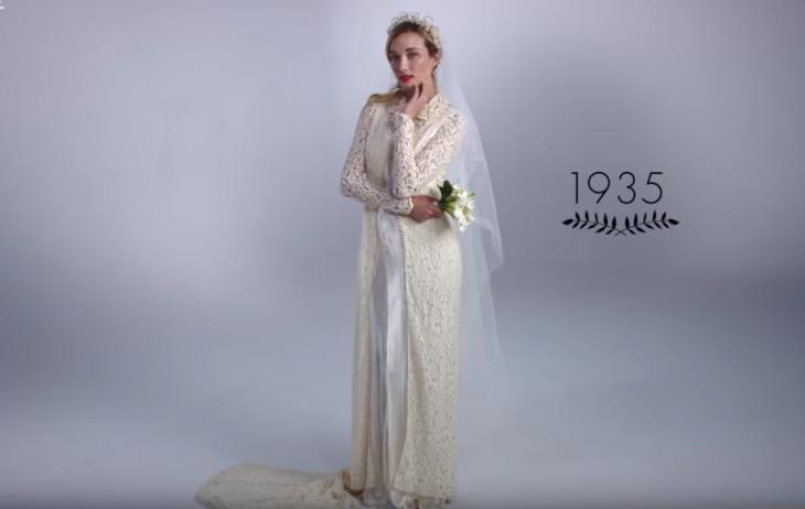 1935 mujer con ramo de boda y vestido de novia