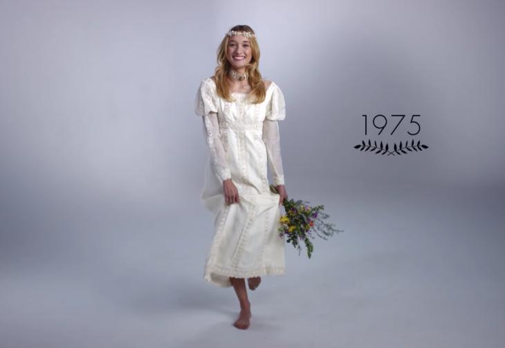1975 mujer con ramo de boda y vestido de novia
