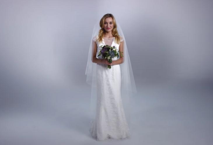 mujer con ramo de boda y vestido de novia 2015