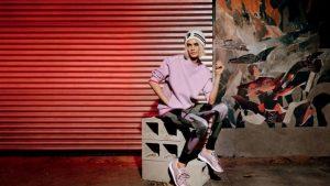 Estas son las zapatillas de moda: firmadas por Cara Delevingne y en color lila