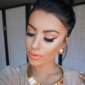 Lee más sobre el artículo Maquillaje coral, el mejor para chicas de piel morena