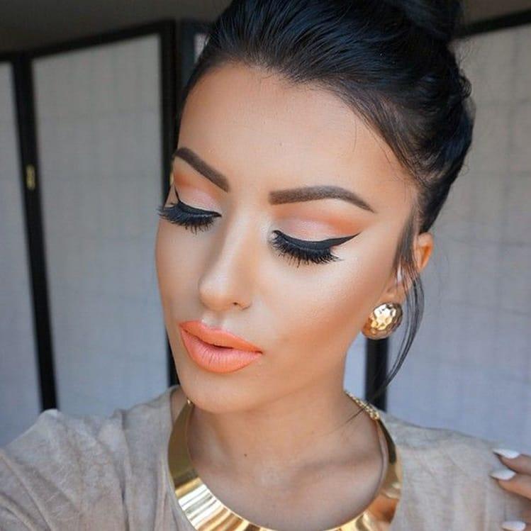 Maquillaje coral, el mejor para chicas de piel morena