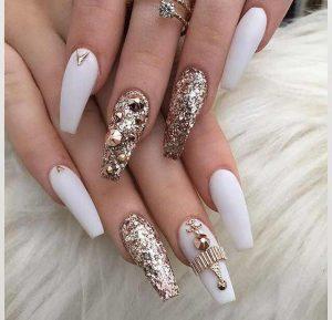 Hermosas Diseños de Uñas en Blanco que te Encantarán