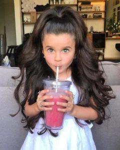 Tiene 5 años de edad y ya posee una cabellera que haría llorar a la misma Rapunzel