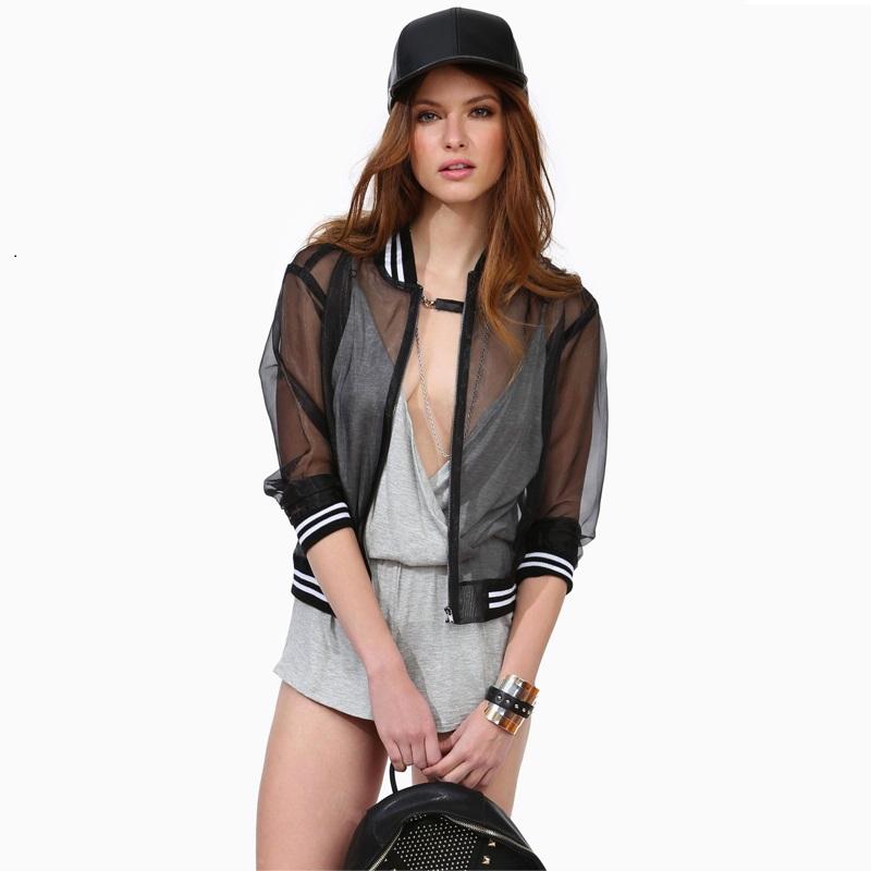 bomber jacket transparent transparencias https://noticiastu.com/belleza-moda/prendas-transparencias-no-puedes-dejar-probar-esta-temporada/