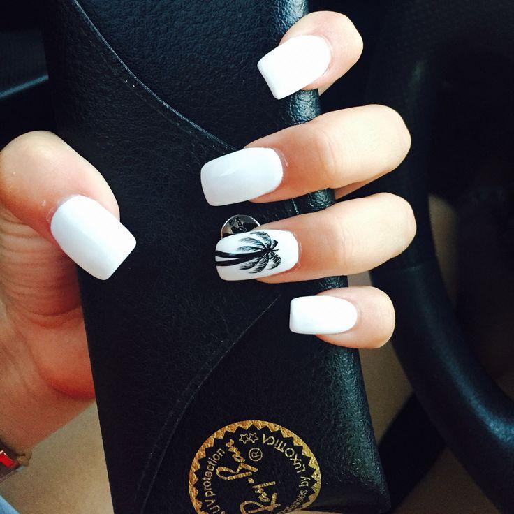 Resultado de imagen para girl tumblr manicure white