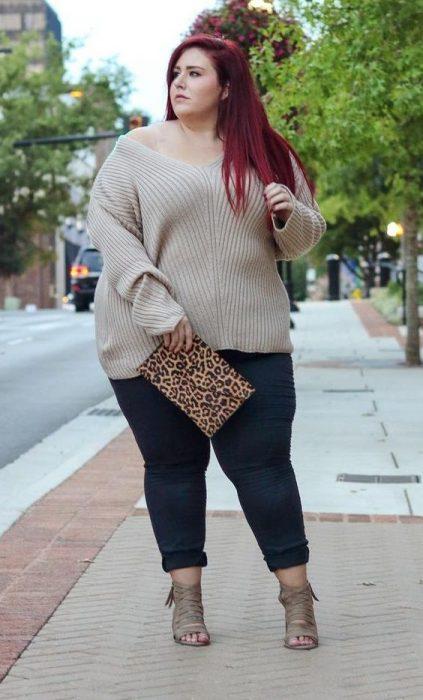 pantalón sueter y bolso de leopardo