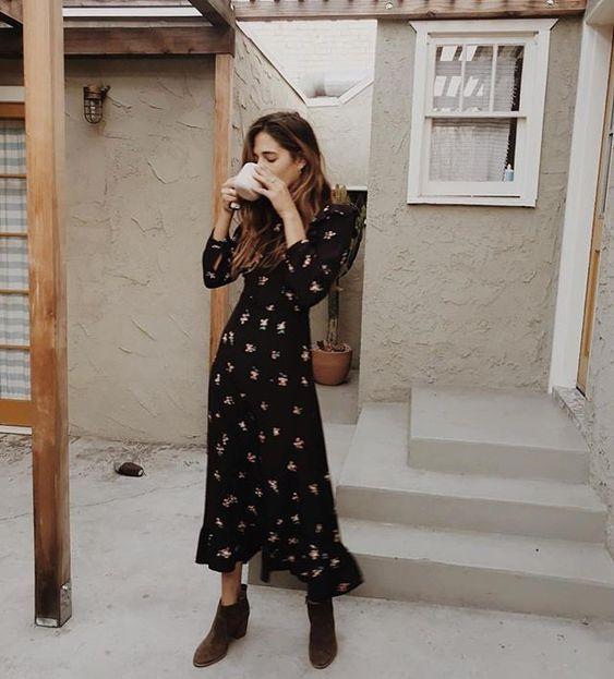 chica bebiendo café de olla