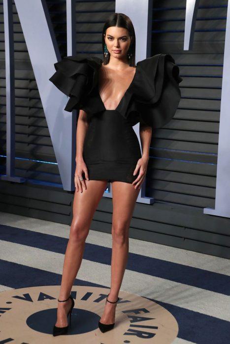 Hermosos vestidos en color negro para una cita a ciegas con mucho estilo