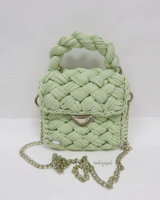Bolso tejido con tela verde pistache pastel