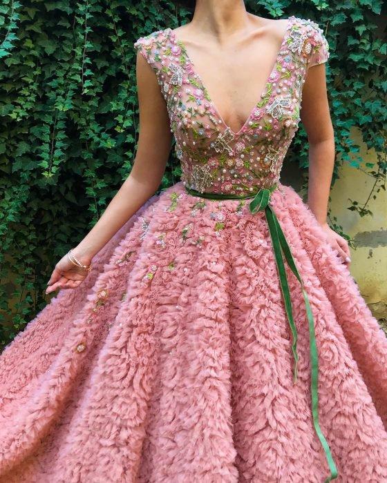 Vestido en corte A, rosa con flores y tul