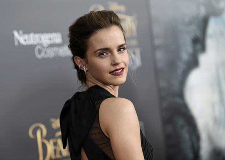 Emma Watson con labios color vino