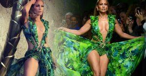 Jennifer Lopez cierra desfile de Versace en Milán, Italia