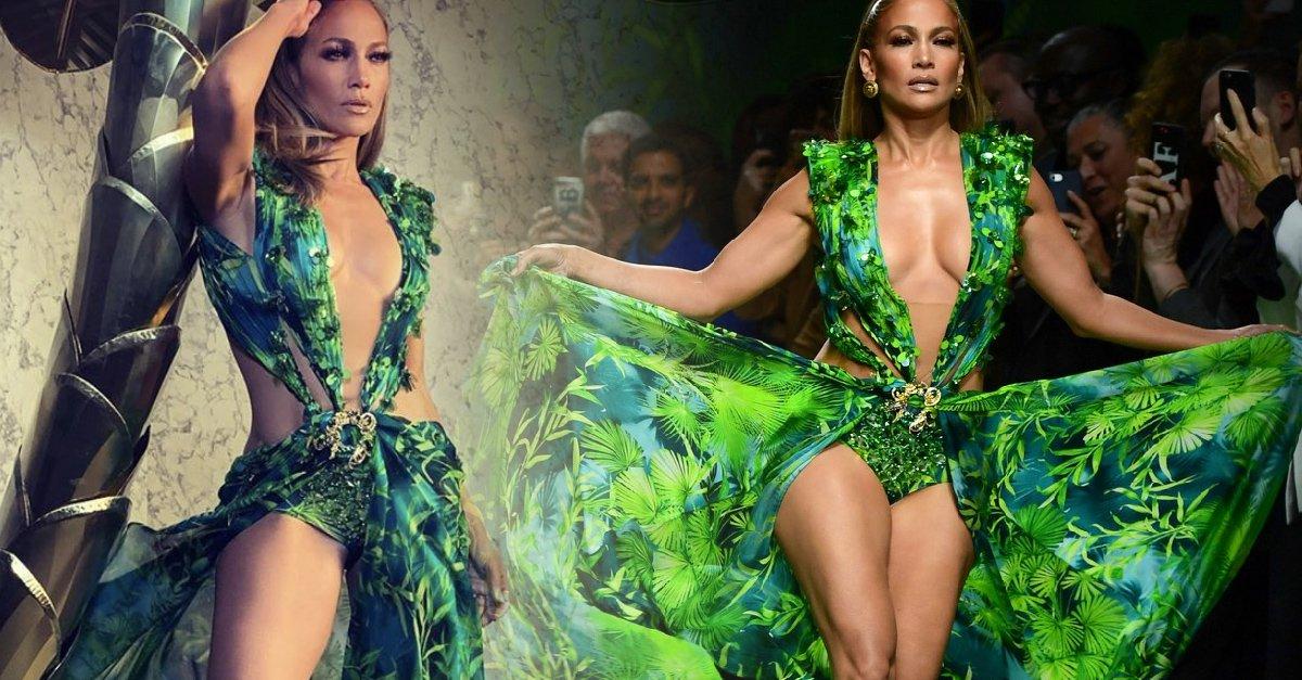 En este momento estás viendo Jennifer Lopez cierra desfile de Versace en Milán, Italia
