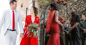 15 hermosos vestidos de novia rojos