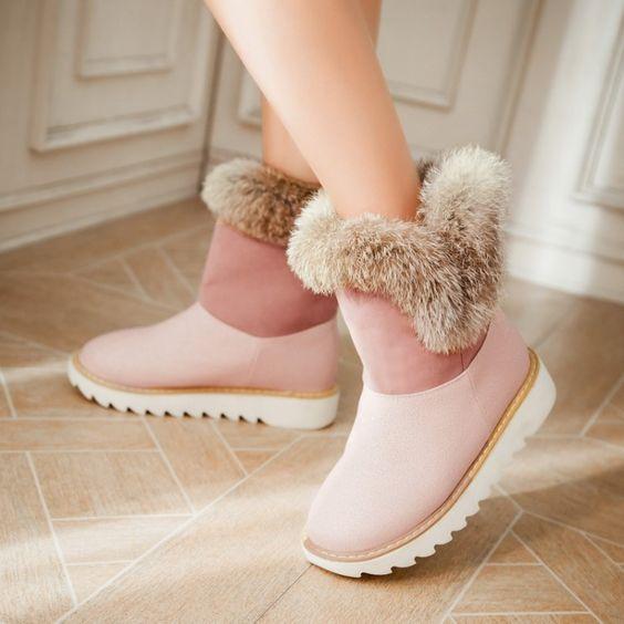 Botas ugg en rosa pastel con peluche alrededor