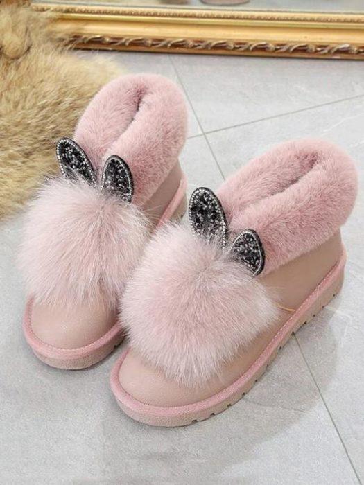 Botas ugg en rosa pastel con pompones y orejas de conejo