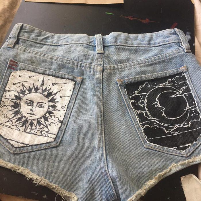 Ropa de constelaciones; short con bolsas traseras pintadas con sol y luna