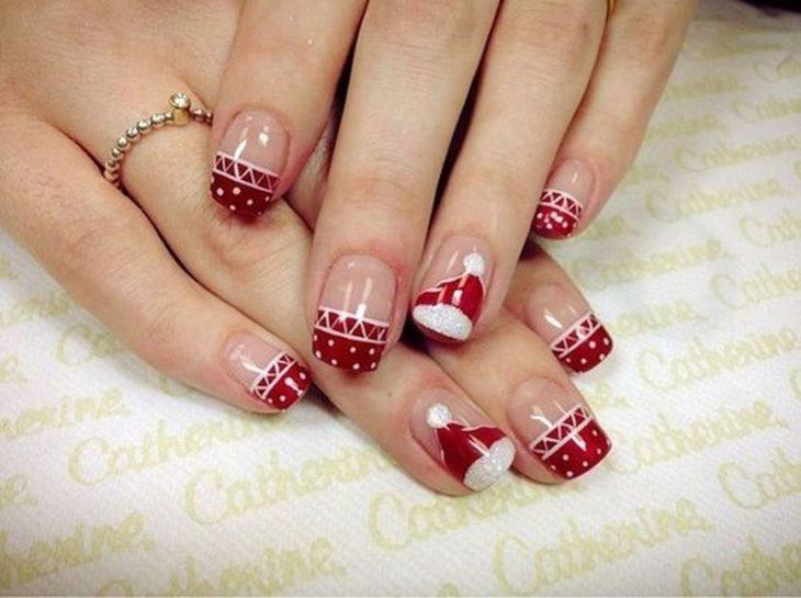 Manicura en estilo francés con detalles rojos