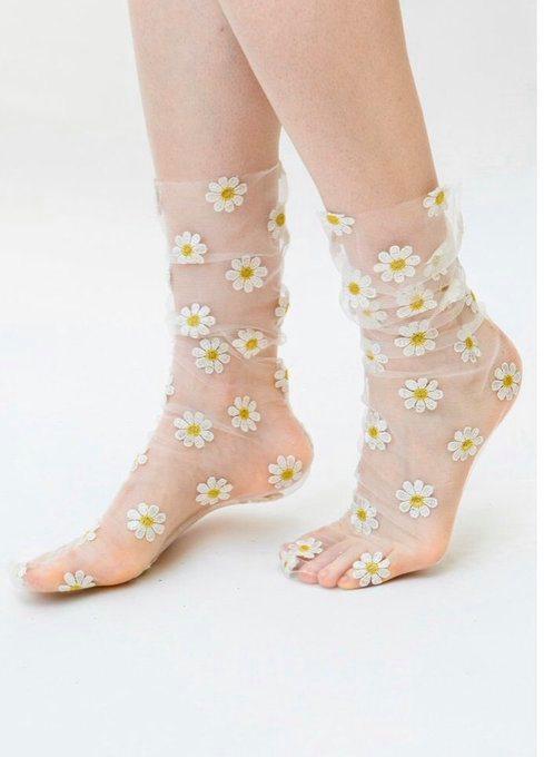 Calcetas transparentes la nueva tendencia