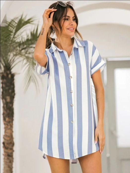 Vestido corto a rayas, estilo camisa