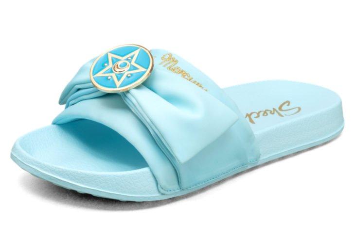Skechers lanza línea de sandalias y ropa de Sailor Moon; zapatos azules de Mercury, Ami