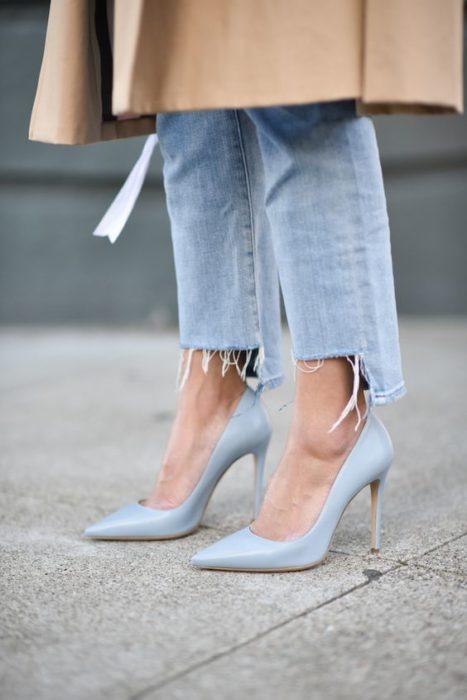 Tacones pump azul celeste