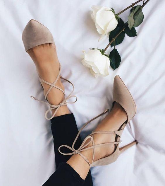Zapato stilettos en color nude con cintillas