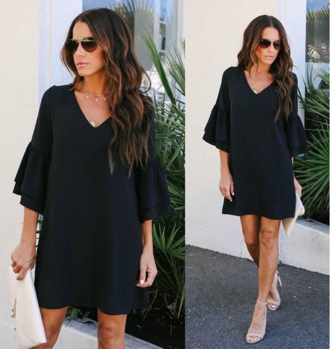 Chica usando un vestido holgado de color negro