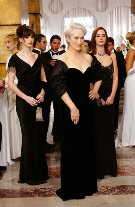Escena de la película El Diablo Viste a la moda. Miranda, Emily y Andrea durante la cena de la revista