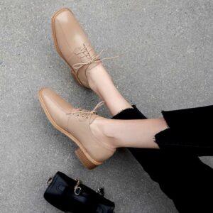 20 Diferentes diseños de botas con punta cuadrada que amarás