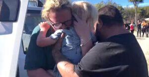 Entre lágrimas de felicidad, familia abrazó a su hijo desaparecido por 21 horas. Están aliviados