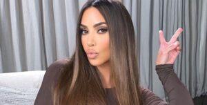 Lee más sobre el artículo Este Color De Pelo De Kim Kardashian Es Perfecto Para Restar Años