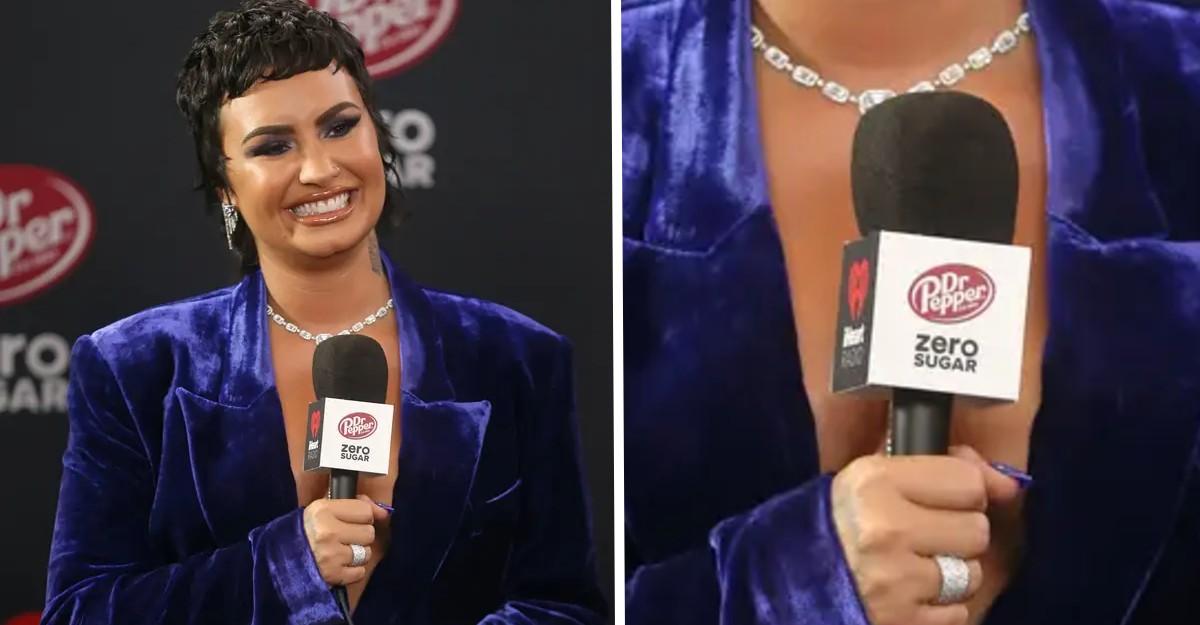 """En este momento estás viendo Demi Lovato es criticada por tomar micrófono de Dr. Pepper sin azúcar. Ella """"odiaba"""" las cosas light"""